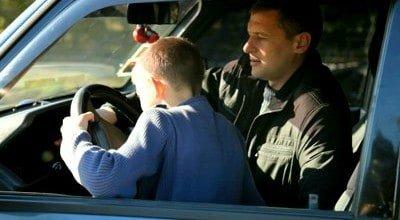 delito enseñar a su hijo a conducir